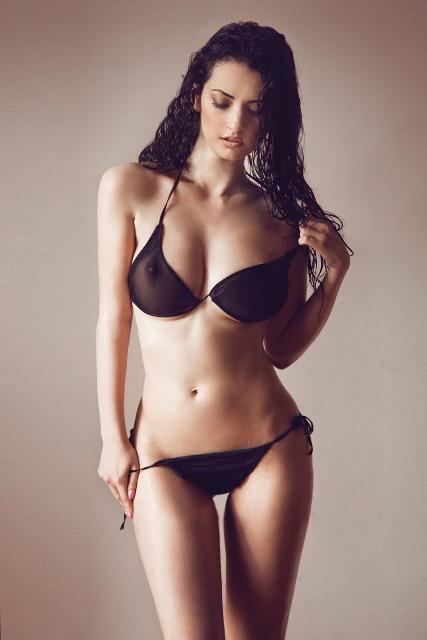 фото девушки в прозрачных лифчиках