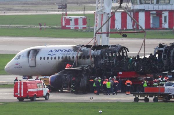 Путина попросили обязать руководителей авиационной отрасли летать на российских самолётах