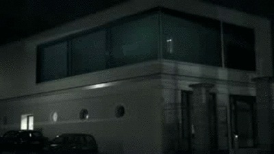 Идешь себе по улице, глянул в окно, а там...