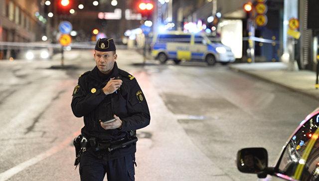 Грузовик въехал в толпу людей в Стокгольме