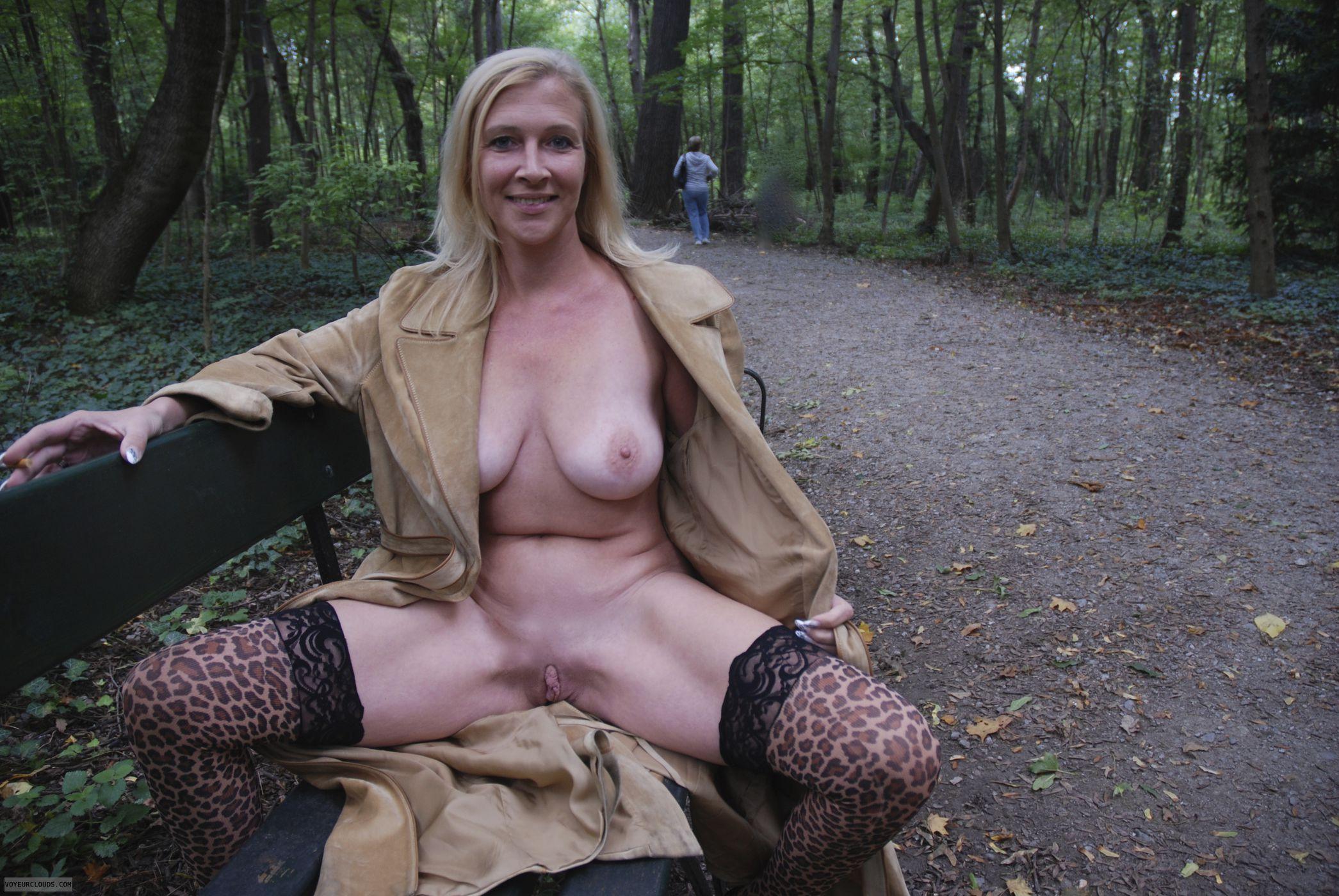 Фото женщины в плаще порно 18 фотография