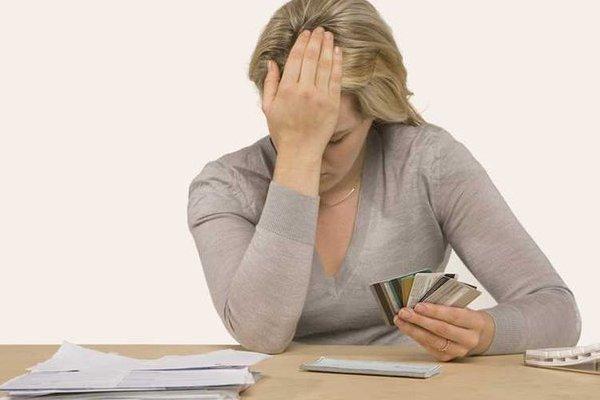 Псковичка ни копейки не сняла с «кредитки», но спустя несколько лет должна банку внушительную сумму