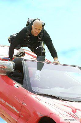 Крановщик остался в живых благодаря парашюту