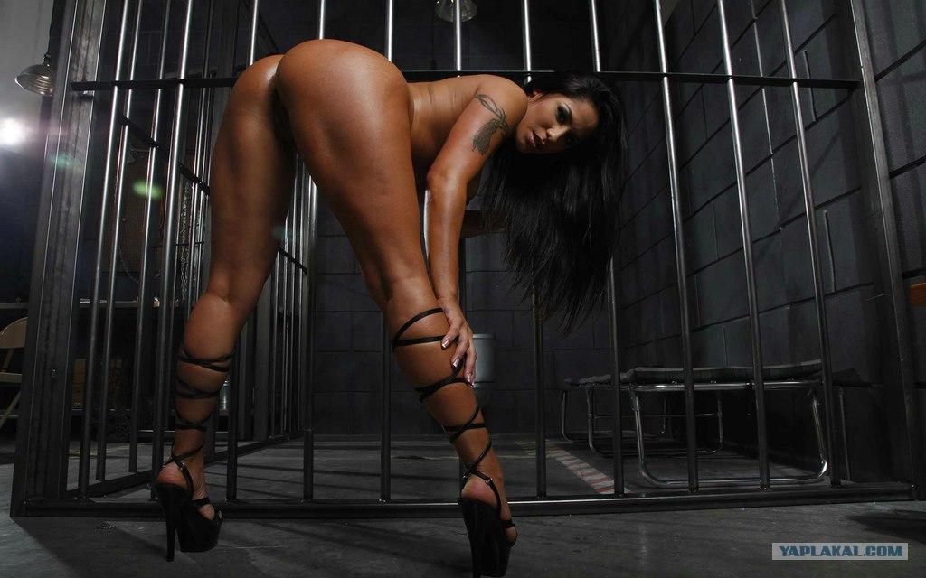 фото голые девушки в тюрьме