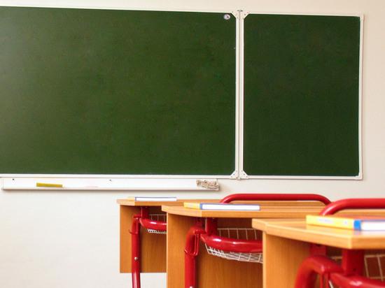 """""""Не для дебилов"""": родители обычных детей выгоняют из школы инвалидов"""