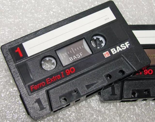 Я из 90-х во мне играет музыка с кассет