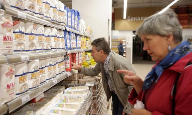 Две трети россиян начали экономить на продуктах