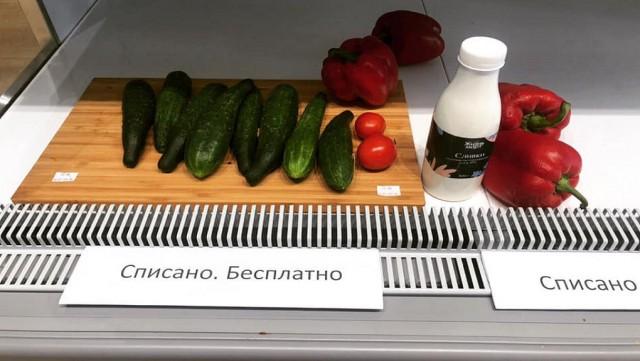 В Екатеринбурге владелец супермаркета начал бесплатно раздавать еду