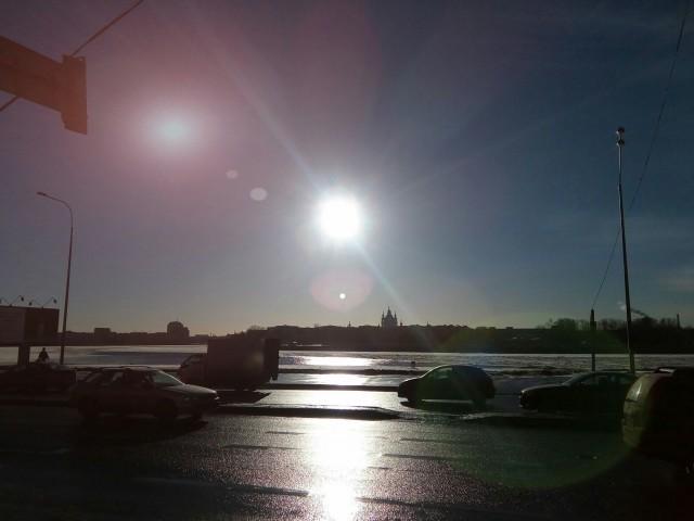 Неизвестный светящийся объект в небе Санкт-Петербурга
