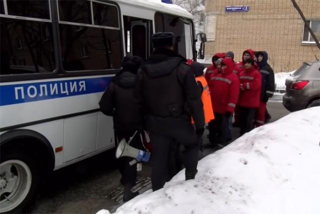 Москва. Дворников, требовавших оплаты своего труда, оштрафовали за публичное мероприятие
