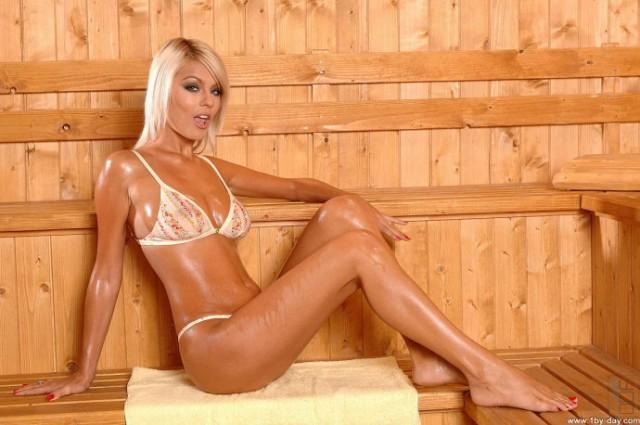 blondinka-v-saune-foto