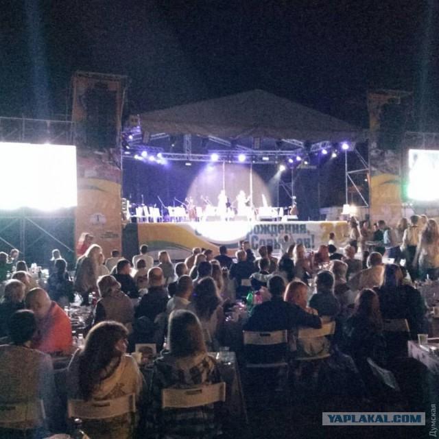 Зажиточные одесситы устроили веселый вечер с музыкой в день траура после гибели детей в лагере «Виктория»