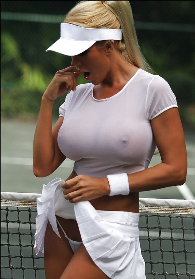 Грудь порно обтягивающая футболка большая