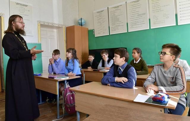 РПЦ предложила изучать священные тексты в школе на уроках литературы.
