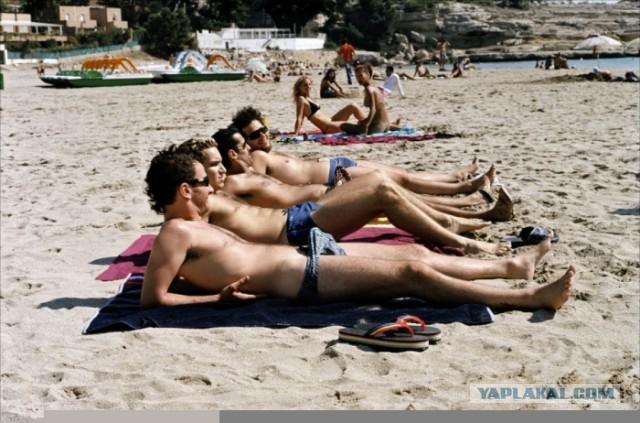 Голый пляж онлайн Хулиганья