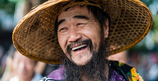 В китайском округе из-за борьбы с экстремизмом запретили носить «ненормально большие бороды»