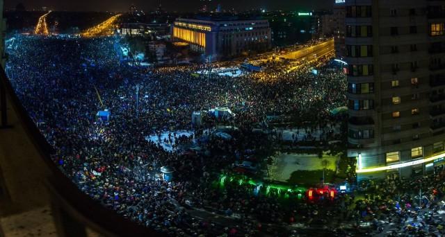 В Румынии 250 тысяч человек вышли на демонстрации против снятия обвинений с коррупционных чиновников