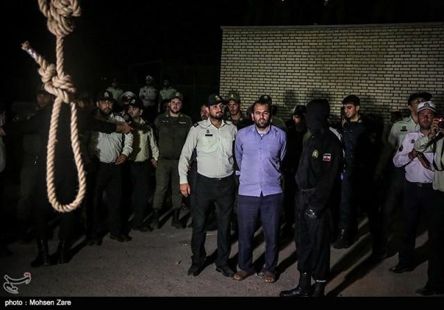 Насильника семилетней девочки в Иране настигла кара - его публично повесили 16+