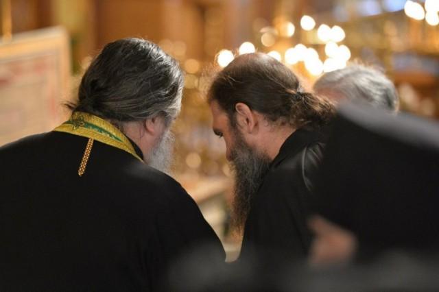 В Троице-Сергиевой лавре священник напал с ножом на монаха – ворвался к нему в келью, пьяный и пытался убить