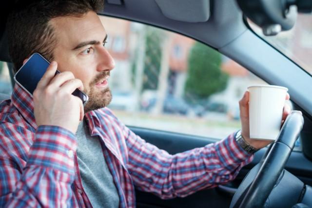 Штрафы за использование телефона за рулем будут выносить с помощью камер