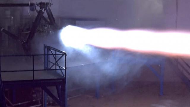 Компания SpaceX испытала первый двигатель для межпланетных полётов