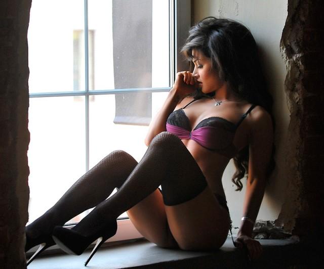 Фото красивая девушка в чулках