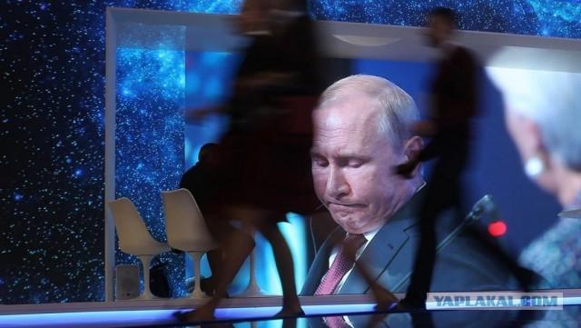 Уровень доверия к Владимиру Путину за два года снизился почти в два раза.