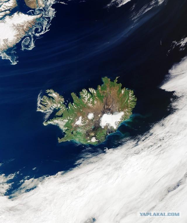 Редкое зрелище: Исландию без облаков показали из космоса
