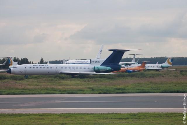Стоянка списанных самолётов в Домодедово