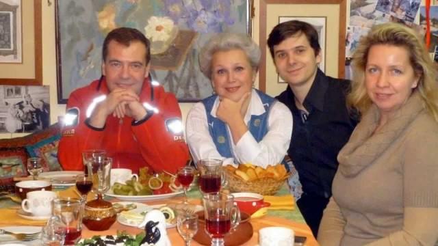 Оканчивающий МГИМО сын Медведева рассказал о планах на будущее