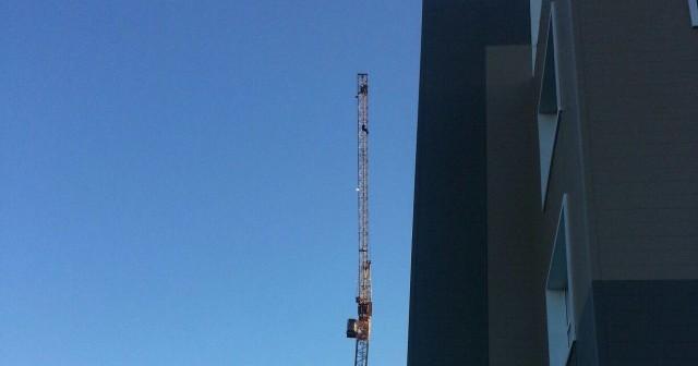 «Алло, спасите!..». В Оренбурге стримера-неудачника снимали с башенного крана