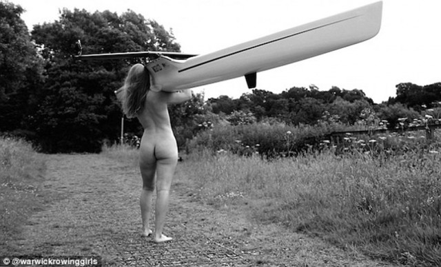 Британские женщины с веслом снова разделись для календаря