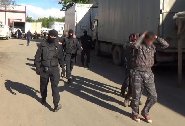 В Самарской области 30-летний мигрант набросился с ножом на бойца ОМОН