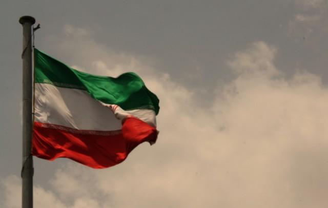 Неизвестные открыли стрельбу в иранском парламенте, мавзолее Хомейни и был взрыв в метро