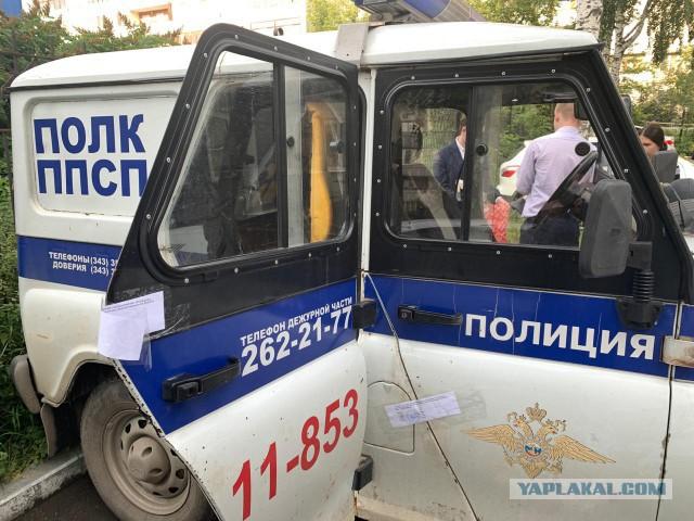 На Урале полицейских обвинили в изнасиловании женщины прямо в патрульной машине
