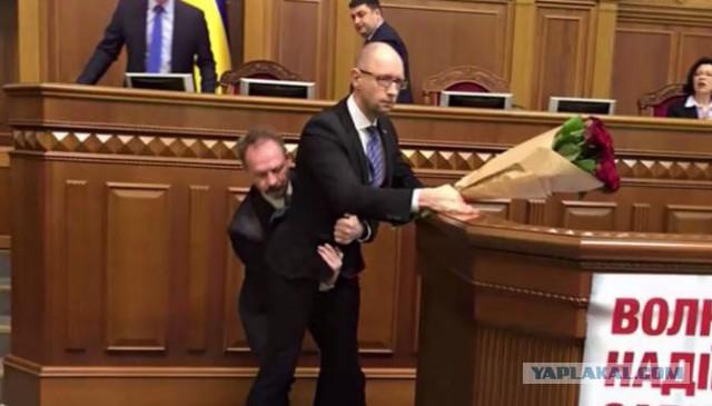 Брачные игры в Раде заслонили лживый отчёт Яценюка