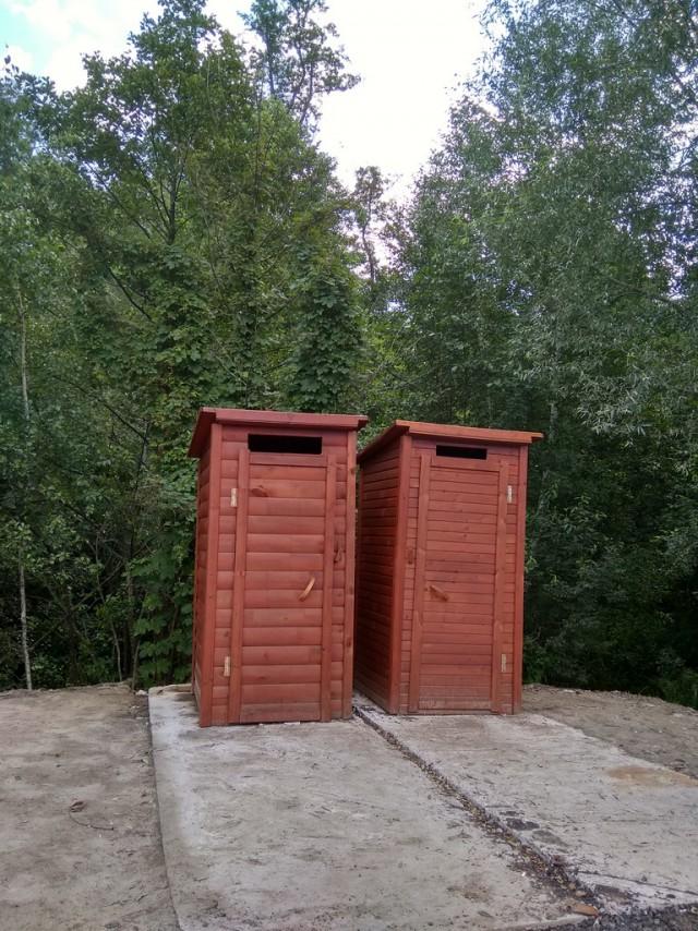 Два туалета на границе Украины и Беларуси