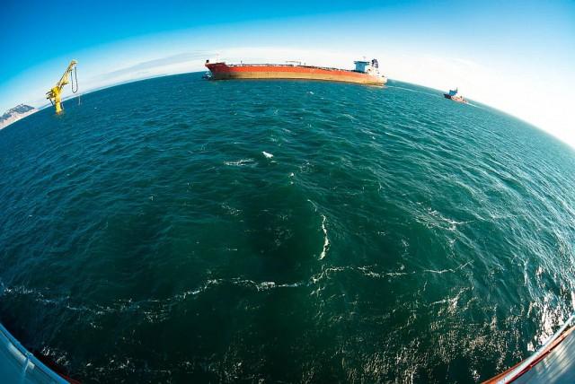 Как грузят на танкеры сахалинскую нефть в порту