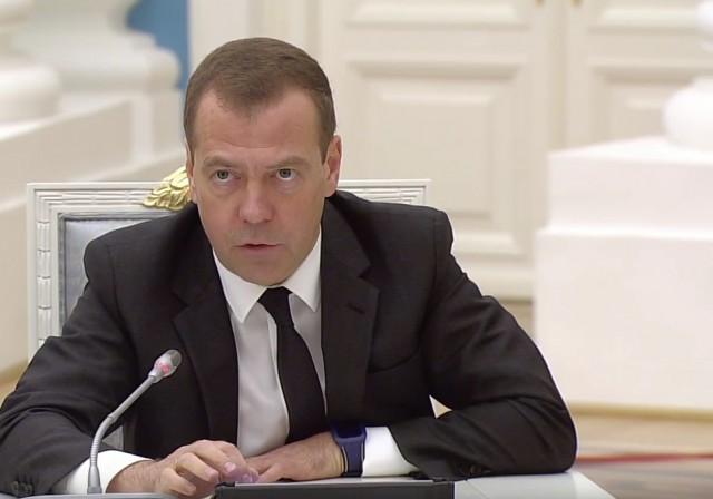 Дмитрий Медведев появился на заседании Совета по стратегическому развитию в часах Swatch за 100 долларов