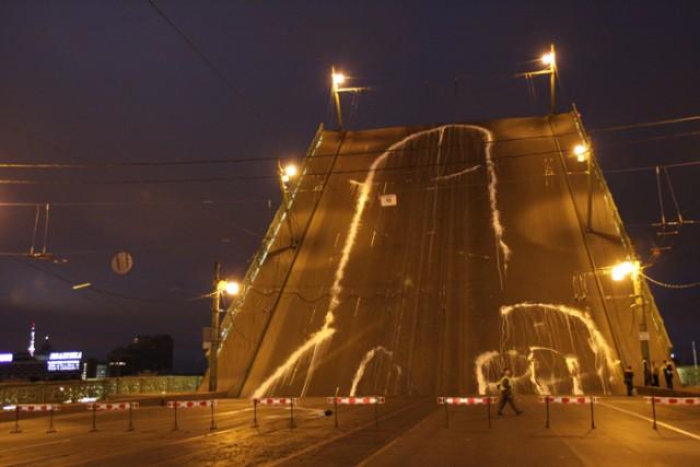 История возникновения граффити на мосту в Питере