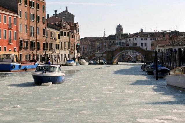 Скованная льдами Венеция - такого не видели 80 лет
