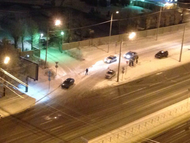 Сегодня ночью в Питере неизвестные на Hummer расстреляли из автомата службу ГАИ