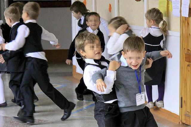 Самбист - третьеклассник из Одинцово отправил двух детей в больницу, отрабатывая на них приемы в школьном коридоре....