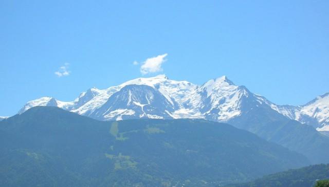 В Альпах беженец напал с ножом на четырёх француженок из-за откровенной одежды