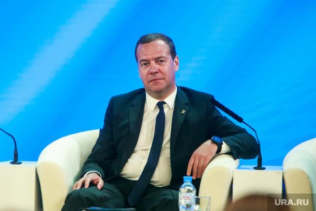 Половина россиян недовольна назначением Медведева главой правительства