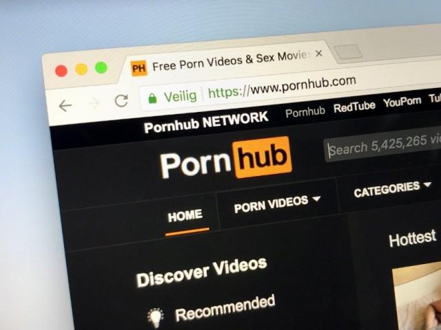 Женщина нашла пропавшую дочь на Pornhub