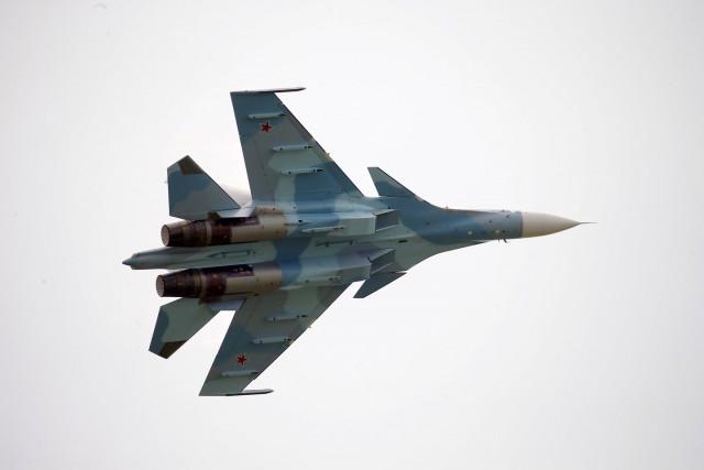 Истребитель России пролетел в полутора метрах от самолёта-разведчика США