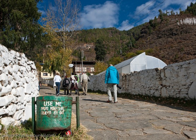Дзонг - крепость-монастырь в Паро
