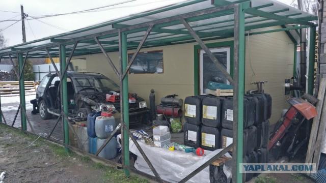 Навес - пристройка для гаража на даче.