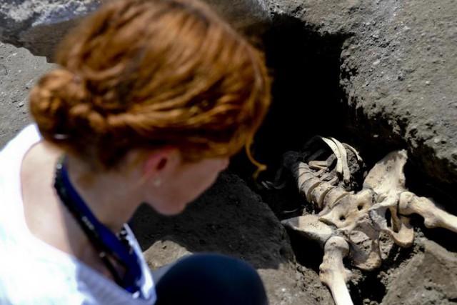 Археологи нашли в Помпеях тело погибшего при извержении Везувия мужчины